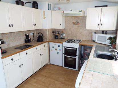 2 Bedrooms Mobile Home for sale in St. James Park, New Road, Featherstone, Wolverhampton