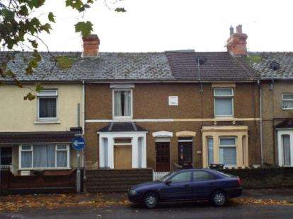 3 Bedrooms Terraced House for sale in Station Road, Swindon, Wiltshire