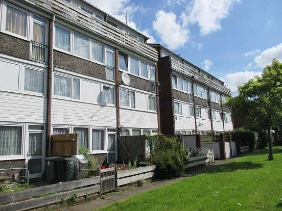 2 Bedrooms Flat for sale in Rochford Close, East Ham