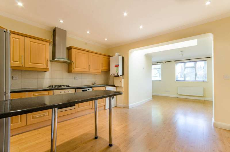 1 Bedroom Flat for sale in Silver Street, Enfield Town, EN1