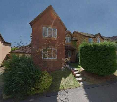 4 Bedrooms Detached House for sale in Faraday Close, Northampton, Northamptonshire, NN5 4AE