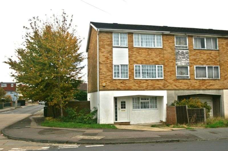 5 Bedrooms Terraced House for sale in Turpin Avenue, Collier Row