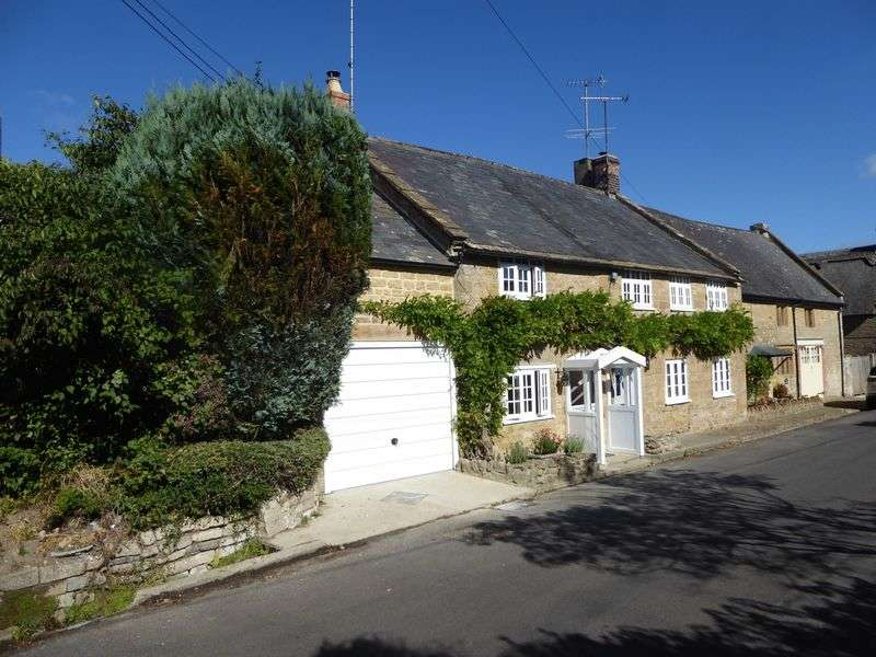 2 Bedrooms Terraced House for sale in Lower Street, Crewkerne