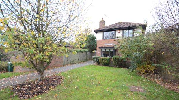 4 Bedrooms Detached House for sale in Westwates Close, Bracknell, Berkshire