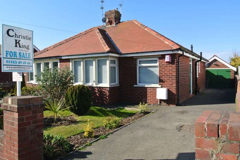 2 Bedrooms Semi Detached Bungalow for sale in Squires Gate Lane, Blackpool, FY4 3RG