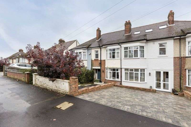 4 Bedrooms Terraced House for sale in Woodfield Avenue, Farlington