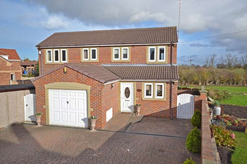 4 Bedrooms Detached House for sale in Ouchthorpe Lane, Wakefield