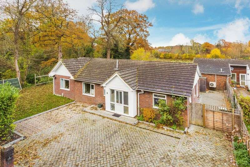 4 Bedrooms Detached Bungalow for sale in Holly Lane, Guildford