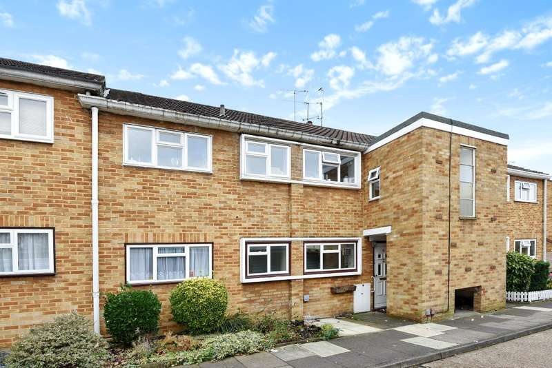 2 Bedrooms Flat for sale in Dolphin Close, Surbiton