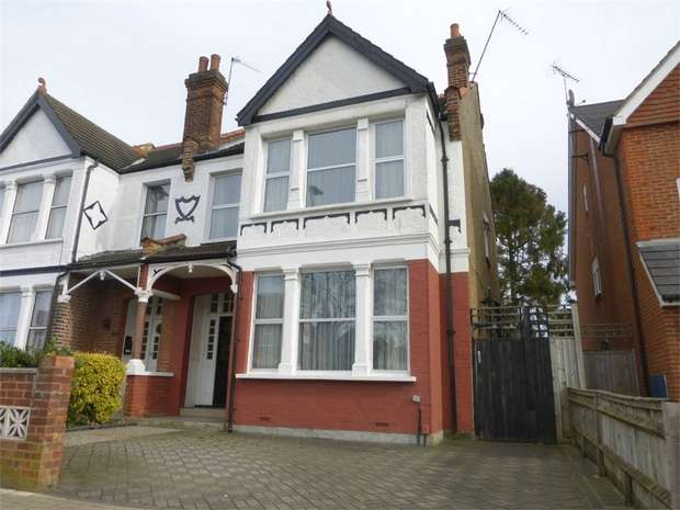 4 Bedrooms Semi Detached House for sale in Thornbury Road, Isleworth, Middlesex