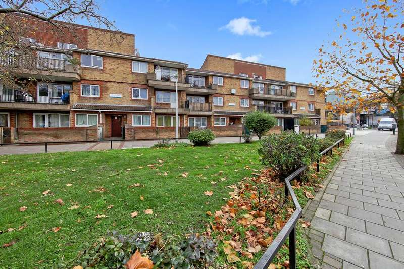 1 Bedroom Flat for sale in Staveley Close, London SE15