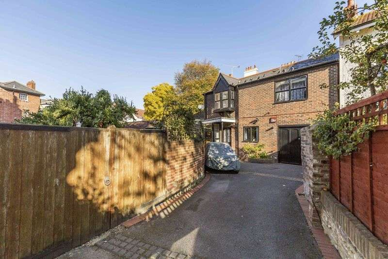 3 Bedrooms Detached House for sale in Villiers Road, Southsea