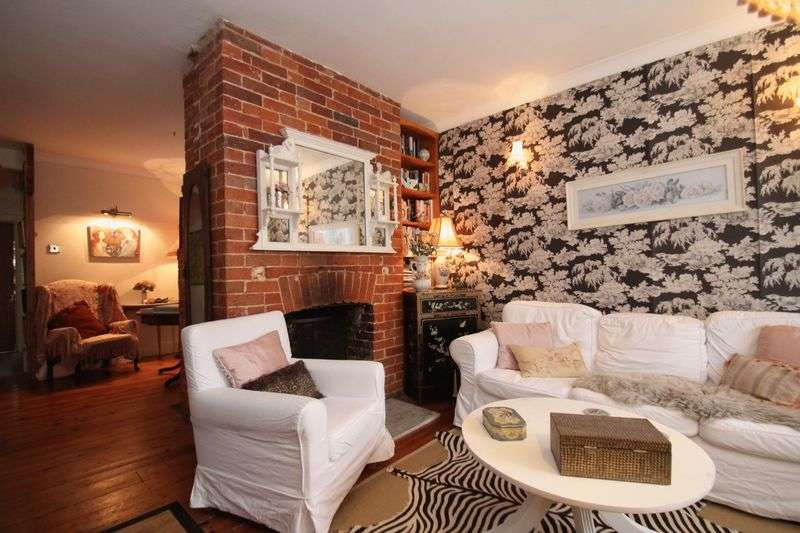 3 Bedrooms Terraced House for sale in Newport Road, Cowes