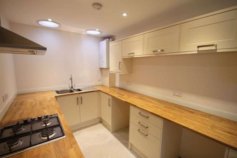 3 Bedrooms Semi Detached House for sale in Union Road, Cowes