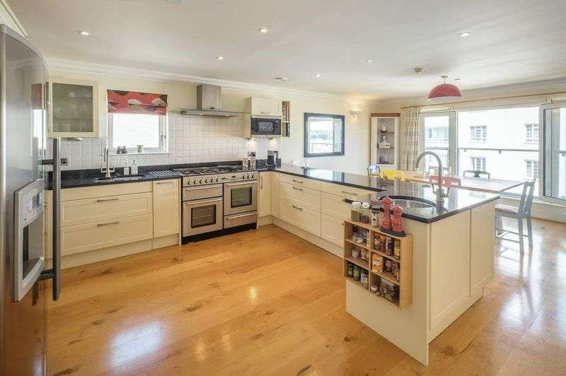 4 Bedrooms Flat for sale in Castle Road, Cowes, Isle of Wight, PO31 7QG