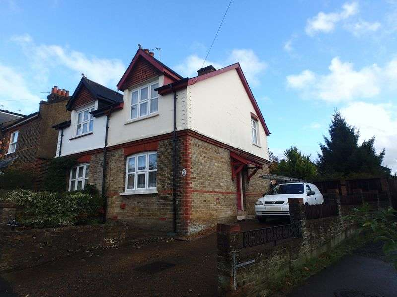 3 Bedrooms Semi Detached House for sale in Treadwell Road, Epsom