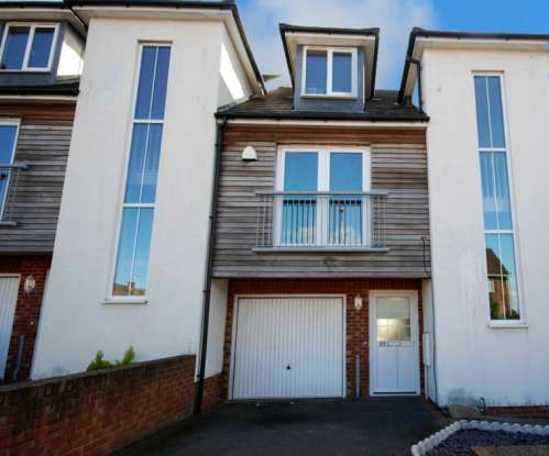 3 Bedrooms Town House for sale in Thorney Close Road, Sunderland, Tyne And Wear, SR3 4LL