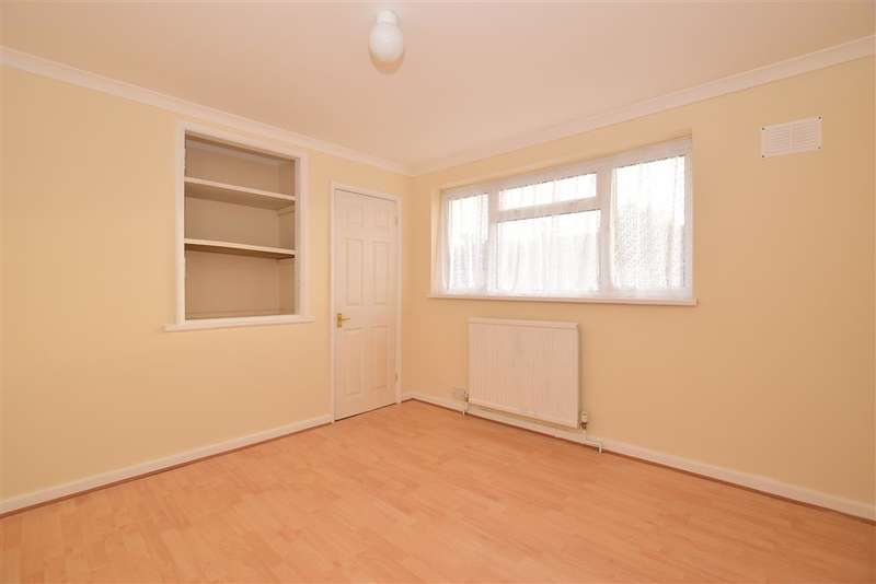 3 Bedrooms Terraced House for sale in Woolborough Road, Northgate, Crawley, West Sussex