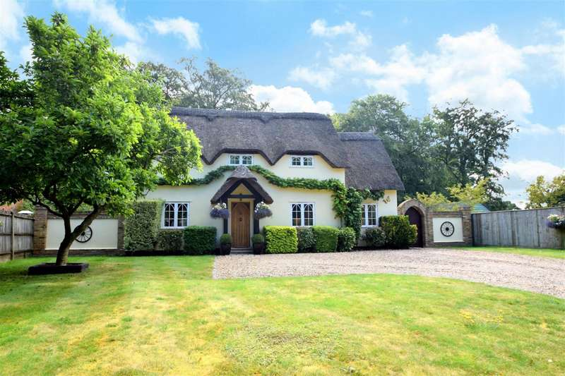 3 Bedrooms Detached House for sale in Latchmoor Cottage Common Lane, Littleworth Common, SL1