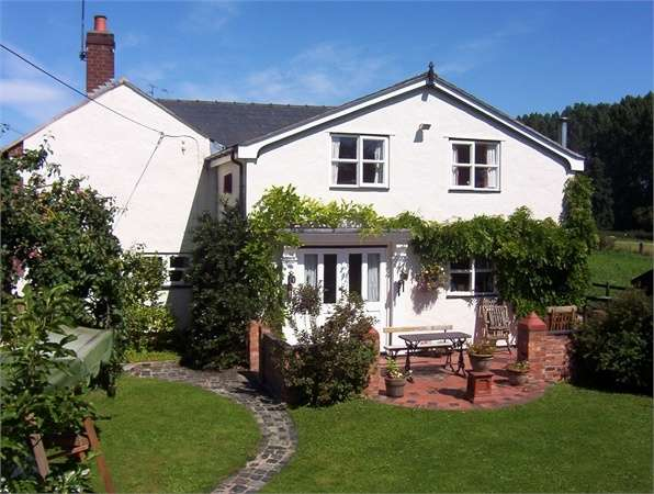 4 Bedrooms Detached House for sale in Eyton, Eyton, Wrexham