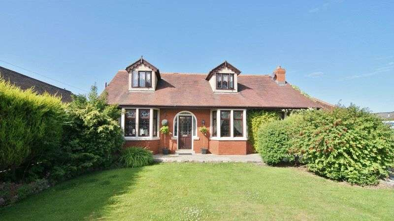 4 Bedrooms Detached House for sale in Church Road, Warton PR4 1BD
