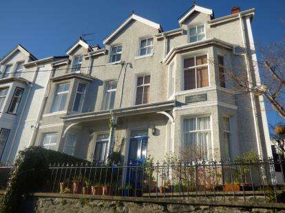 4 Bedrooms Semi Detached House for sale in Cambria Road, Menai Bridge, Sir Ynys Mon, LL59