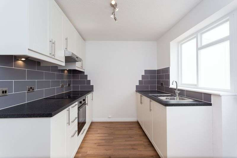 2 Bedrooms Terraced House for sale in Scoter Close, Woodford Green