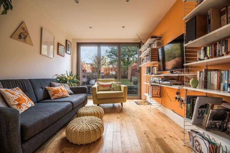 2 Bedrooms Flat for sale in Gellatly Road, Telegraph Hill