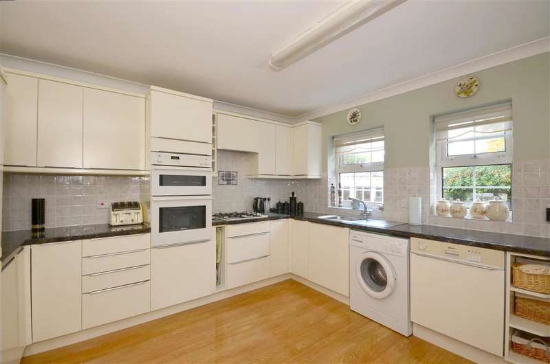 4 Bedrooms Detached House for sale in Grams Road, Walmer, Deal, Kent
