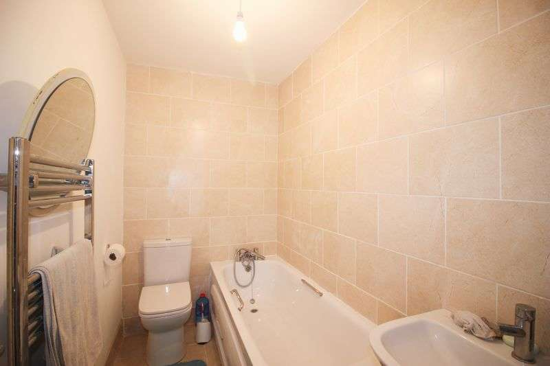 3 Bedrooms Terraced House for sale in Queens Avenue, Snodland