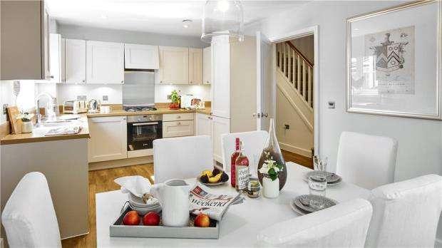 3 Bedrooms Link Detached House for sale in Warren House Road, Wokingham, Berkshire