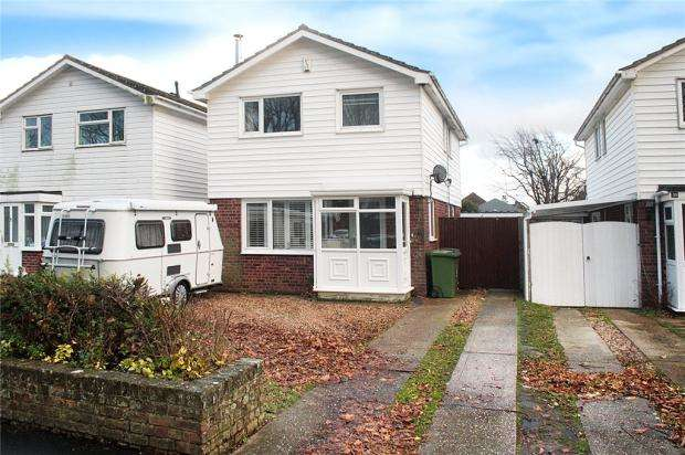 3 Bedrooms Detached House for sale in White Horses Way, Littlehampton, West Sussex, BN17