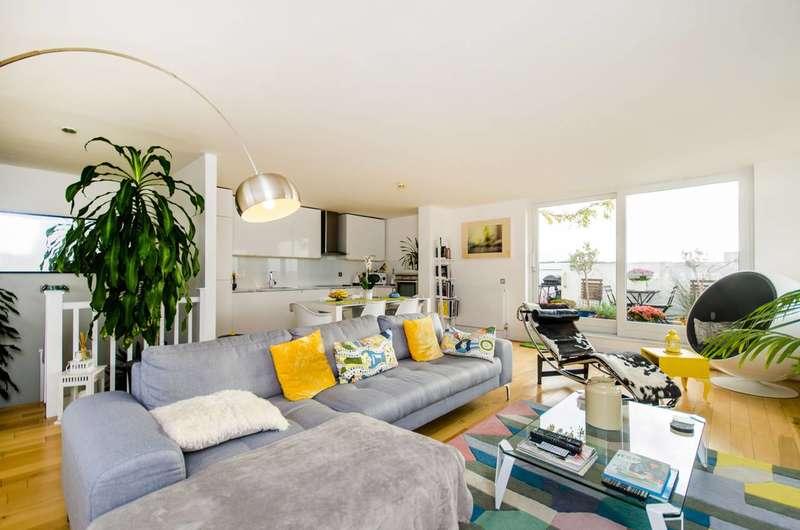 2 Bedrooms Flat for sale in West Parkside, Greenwich, SE10