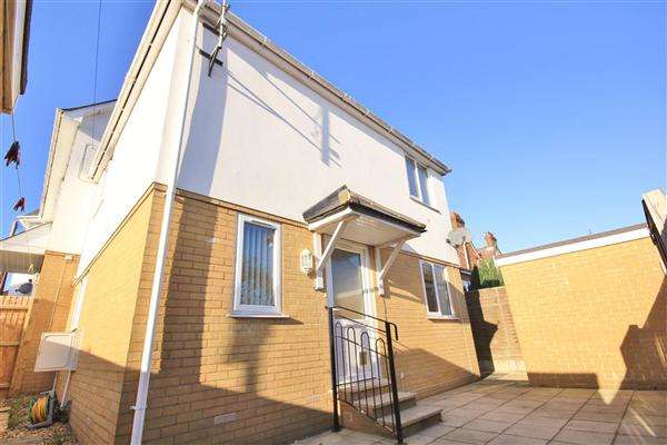 2 Bedrooms Semi Detached House for sale in Richmond Road, Poole