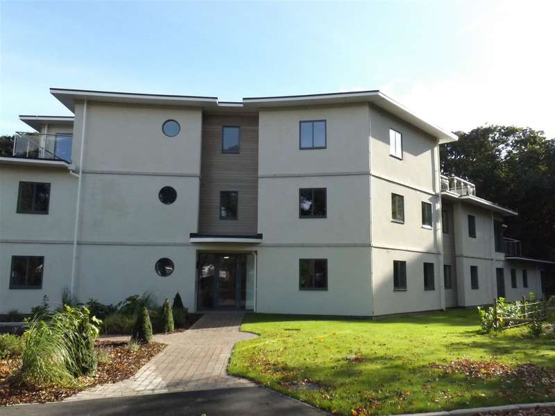1 Bedroom Flat for sale in Frinton Park Court, Frinton