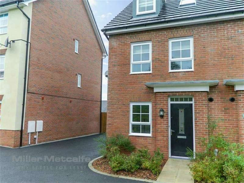 4 Bedrooms Town House for sale in Rayleigh Close, Radcliffe, Manchester, Lancashire