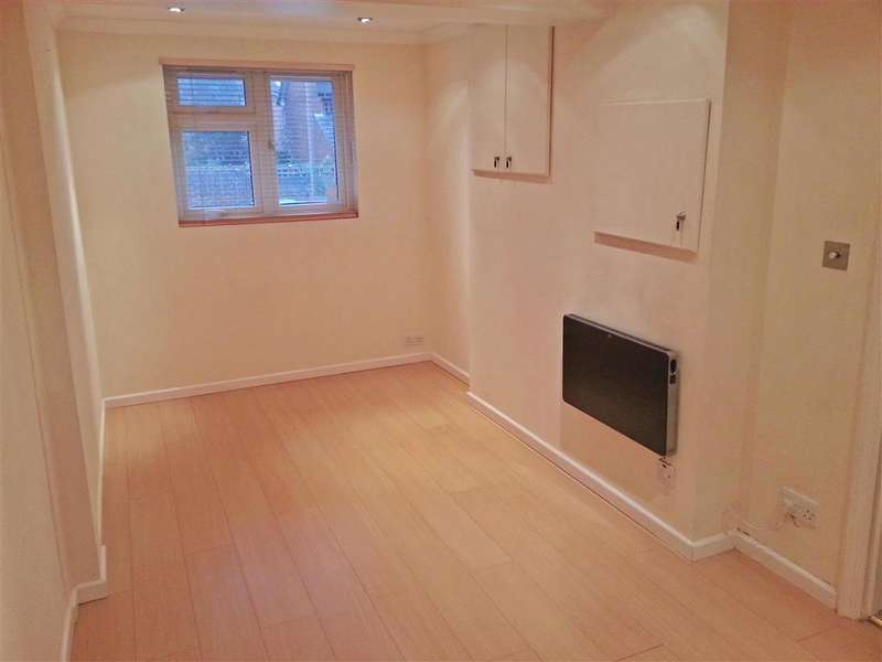 2 Bedrooms End Of Terrace House for sale in Cornflower Lane, Shirley Oaks Village, Surrey
