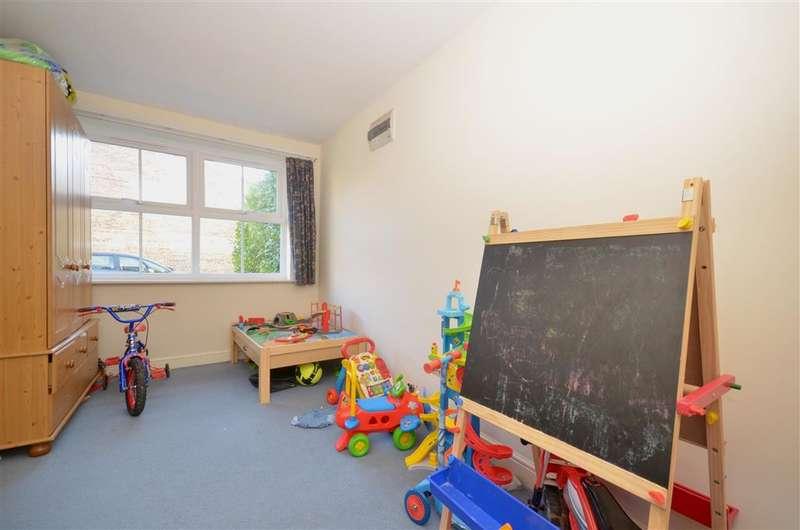 3 Bedrooms Detached House for sale in Camelia Close, Littlehampton, West Sussex