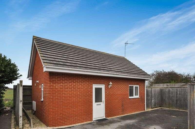 2 Bedrooms Detached Bungalow for sale in Tyrrells Way, Sutton Courtenay