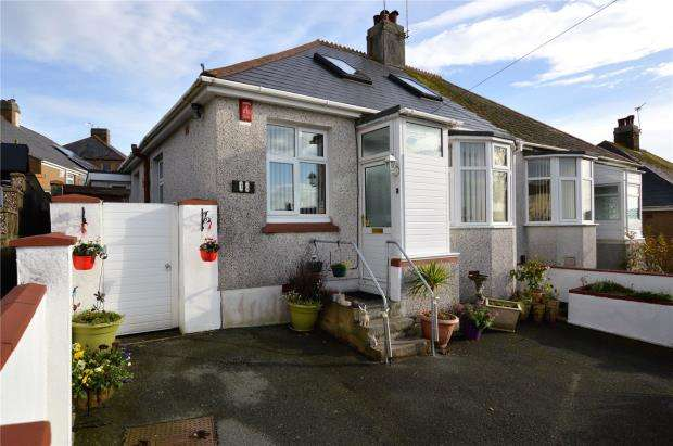 4 Bedrooms Semi Detached Bungalow for sale in Seacroft Road, Plymouth, Devon