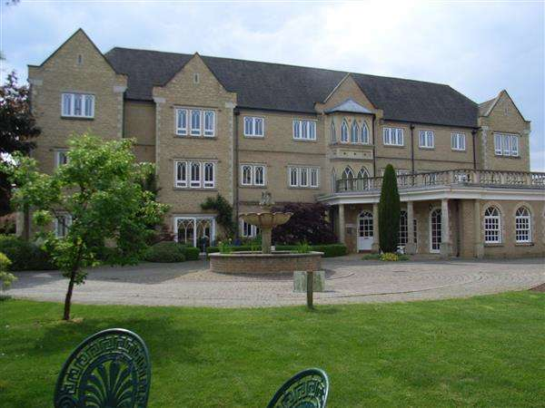 2 Bedrooms Retirement Property for sale in Burford Lodge, Pegasus Grange, Oxford