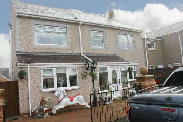4 Bedrooms Terraced House for sale in Church Avenue, Choppington, Northumberland, NE62 5SL