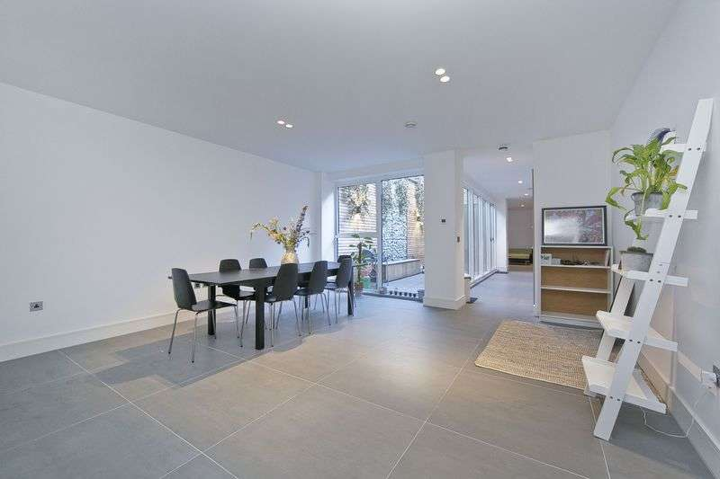 3 Bedrooms Flat for sale in Hackney Road, Hoxton, Hackney, E2