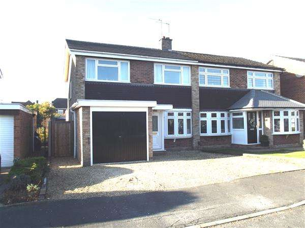 3 Bedrooms Semi Detached House for sale in Danemead, Hoddesdon