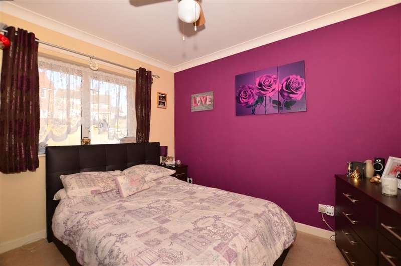 2 Bedrooms Flat for sale in Churchill Avenue, Chatham, Kent