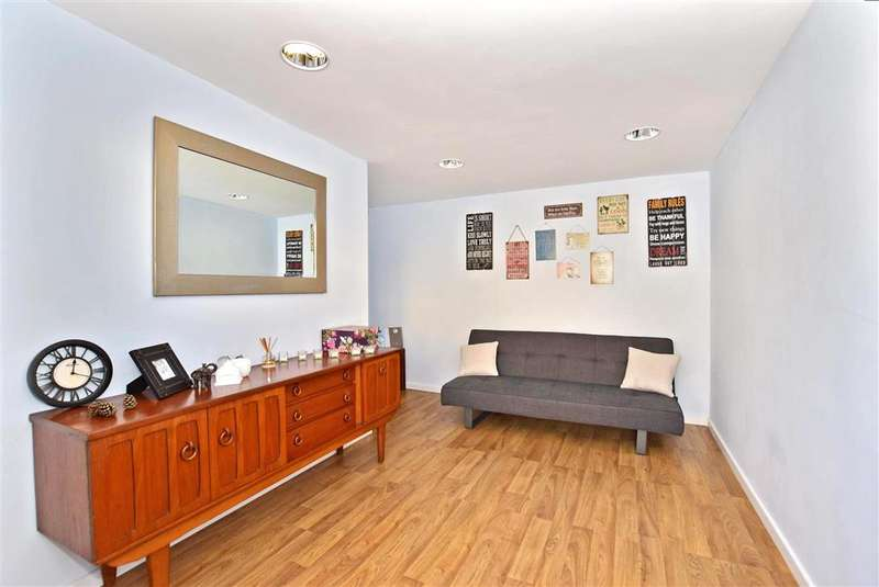 1 Bedroom Ground Maisonette Flat for sale in The Brent, Dartford, Kent