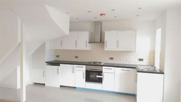 1 Bedroom End Of Terrace House for sale in Lebanon Road, Croydon