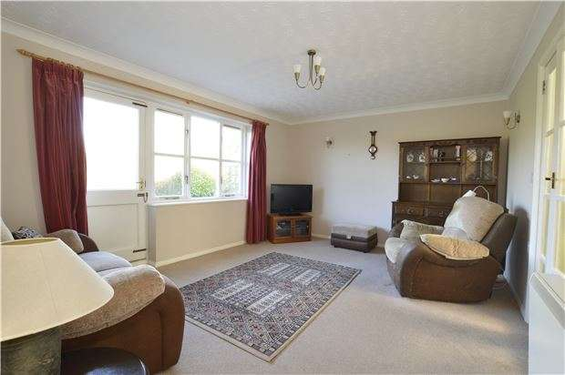 2 Bedrooms Terraced Bungalow for sale in Batten Court, Chipping Sodbury, BRISTOL, BS37 6BL