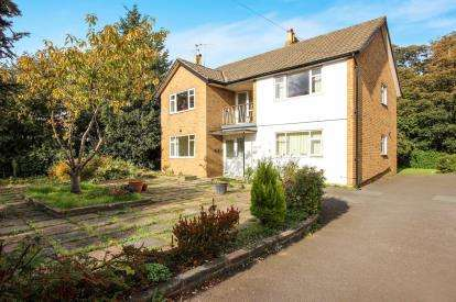 3 Bedrooms Flat for sale in Heyhouses Lane, Lytham St. Annes, Lancashire, FY8