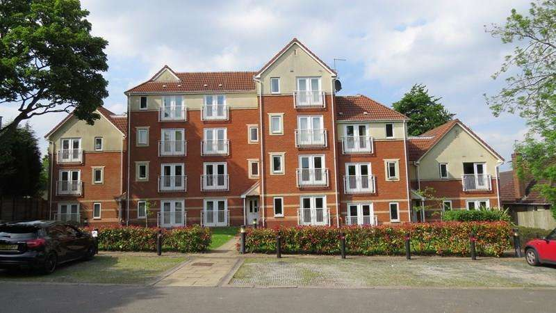 2 Bedrooms Flat for sale in Rosemary Avenue, Goldthorn Park, Wolverhampton
